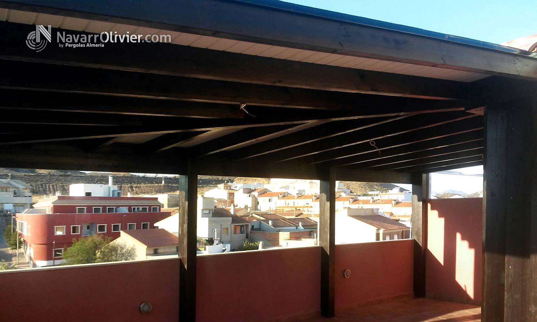 P rgola adosados en madera con cubierta en tico puerto - Pergolas para aticos ...