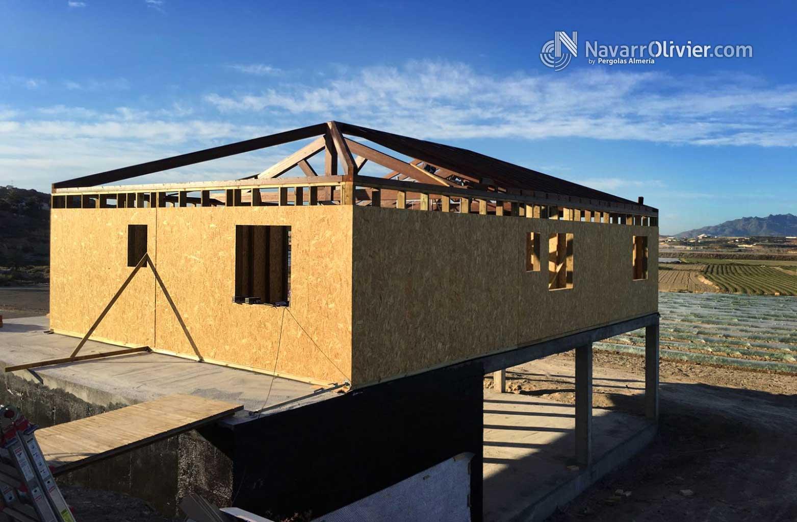 Vivienda las herrer as construcci n entramado ligero for Tejado madera maciza