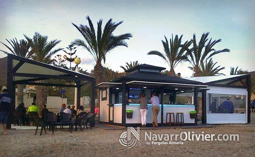 Beach bar de madera en cartagena