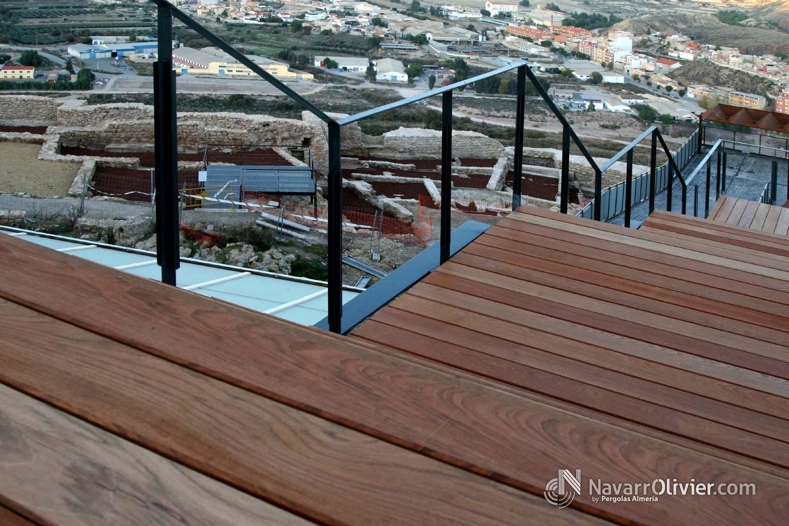 Escalera en madera exotica para parador tur stico de lorca - Escalera madera exterior ...